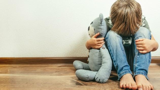 Die Pandemie ist kein Kinderspiel! Bisherige Studien zeigen, dass 15% der Kids klinisch relevante Krankheitszeichen aufweisen. (Bild: stock.adobe.com)