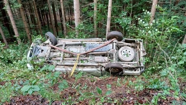 Der Pick-up hat sich mehrmals überschlagen. (Bild: Feuerwehr Altendorf Gemeinde Sittersdorf)