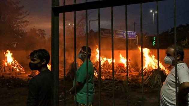 Die Todeszahlen in Indien könnten um das Zehnfache Höher sein als die offiziellen Zahlen ausweisen. (Bild: AP/Ishant Chauhan)