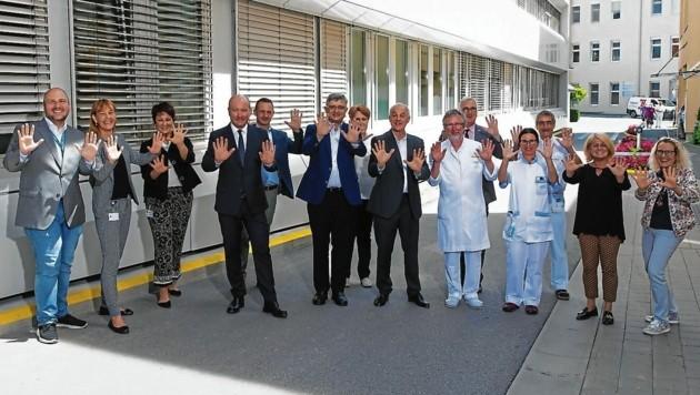 Zeigt her eure Hände: Das Landeskrankenhaus Villach erhielt für seine Maßnahmen bei der Händehygiene einen Preis. (Bild: KABEG/Gleiss)
