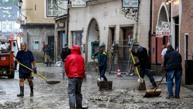 Aufräumarbeiten nach dem Hochwasser (Bild: Tröster Andreas)