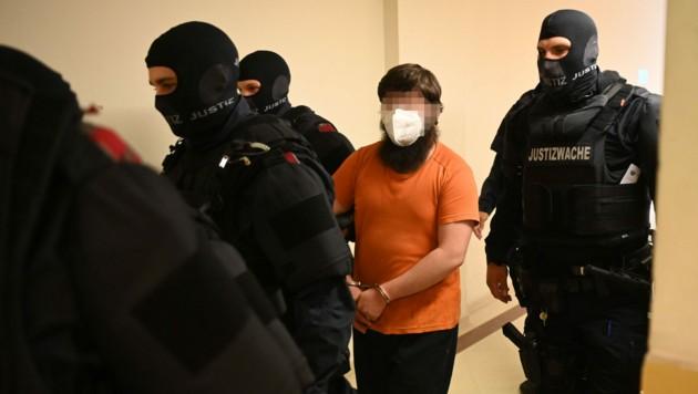 Der 30 Jahre alte Angeklagte soll die Terrorgruppe IS unterstützt haben. (Bild: APA/APA)