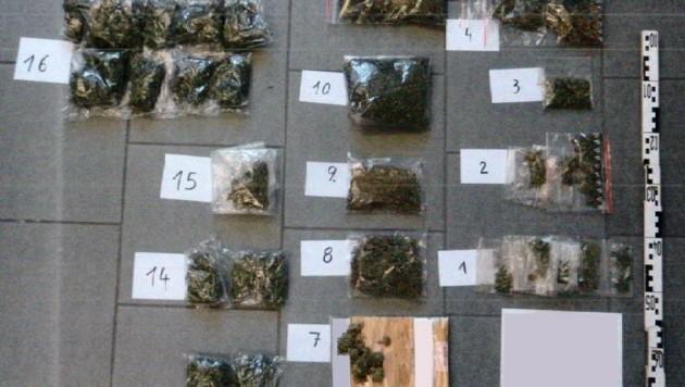 Cannabis sowie die Luxusdroge Kokain entdeckt. (Bild: Polizei)