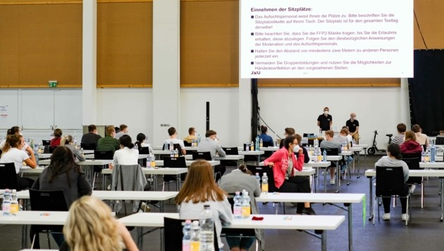 """Der """"MedAT"""" für ein Studium in Linz fand heuer in der Messe Wels statt (Bild: Einöder Horst)"""