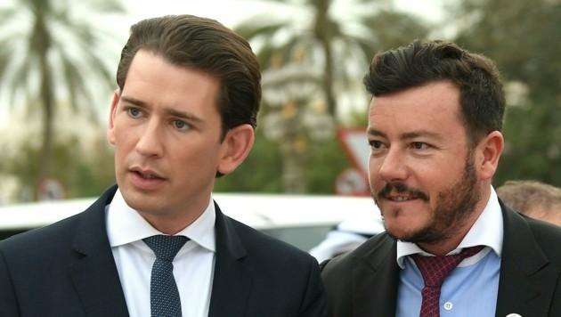 Bundeskanzler Sebastian Kurz (ÖVP) und der Tiroler Investor René Benko im März 2019 in Abu Dhabi (Bild: APA/HELMUT FOHRINGER)
