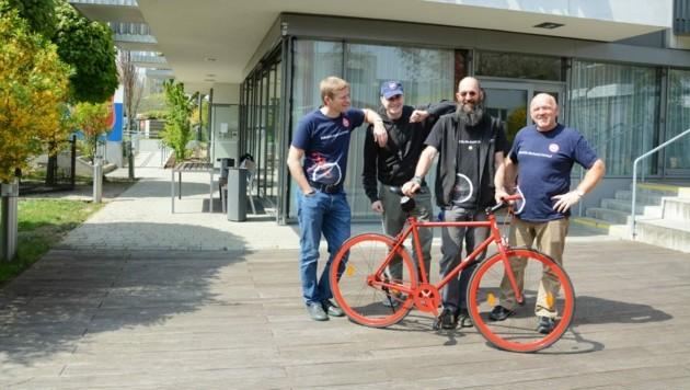 """Das Team der """"FahrradFreundeFloridsdorf"""" freut sich über den Erfolg ihres Projekts und hofft weiter auf Sach- und Geldspenden. (Bild: Heilsarmee Österreich)"""