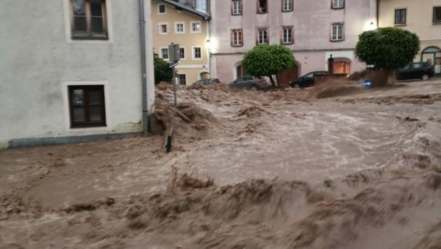 Die Stadt Hallein war besonders betroffen (Bild: APA/FF HALLEIN)