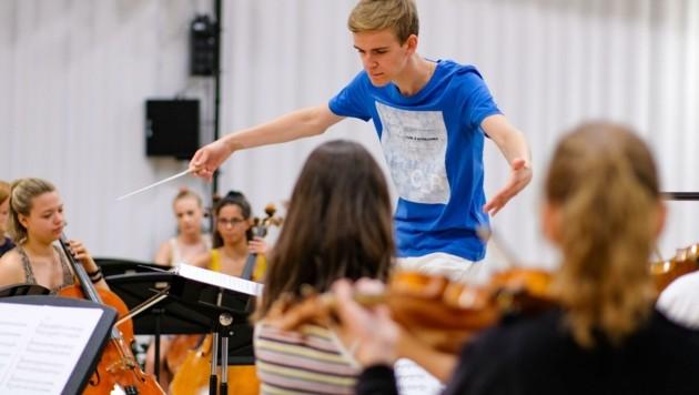 Junger Dirigent Matthias Achleitner (Bild: Einöder Horst)