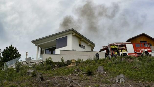Home Invasion am Heuberg: Cobra, Polizei und Feuerwehr waren Mitte August nach dem Überfall im Einsatz (Bild: Tschepp Markus)
