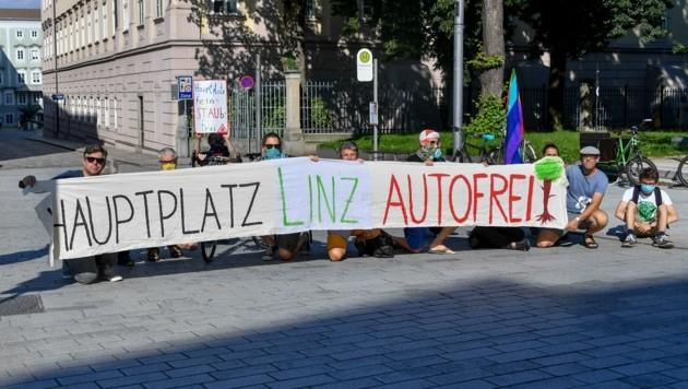 Zwei Tage durften die Aktivisten die Theatergasse zum Hauptplatz blockieren. (Bild: Dostal Harald)