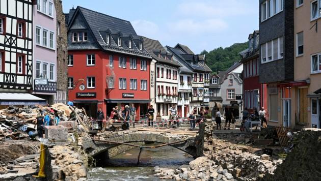 Bad Münstereifel im deutschen Bundesland Nordrhein-Westfalen ist von der Flutkatastrophe besonders stark getroffen worden. (Bild: APA/AFP/CHRISTOF STACHE)