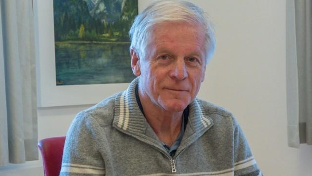 Hinterstoders Ortschef Helmut Wallner ist die Klagen los, dreht jetzt den Spieß um (Bild: Haijes Jack)