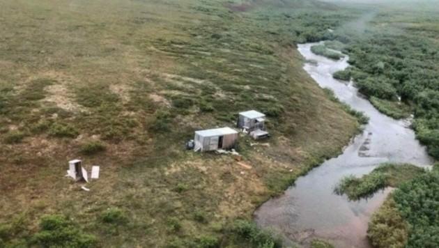 Während des Fluges zwischen den Städten Kotzebue und Nome im abgelegenen Nordwesten Alaskas wurde der Vermisste vergangenen Freitag in einem Bergbau-Camp gesichtet und gerettet. (Bild: United States Coast Guard)
