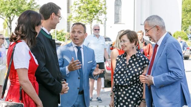 Sulzberg mit Bürgermeister Lukas Schrattenthaler hatten sich für den Besuch herausgeputzt. (Bild: Bernd Hofmeister)