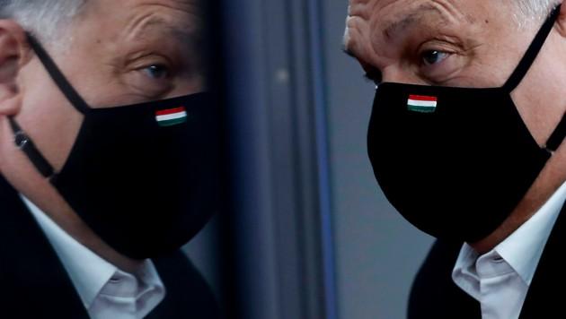 """Ungarns Ministerpräsident Viktor Orban sieht sich in einer """"Schlacht mit Brüssel"""". (Bild: AP)"""