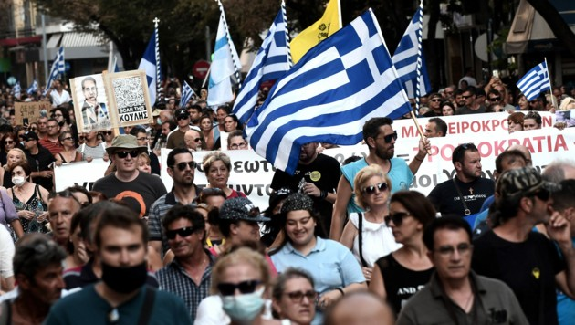 Am Mittwoch gingen Tausende Menschen in ganz Griechenland auf die Straße, um gegen die Corona-Impfaktion der Regierung zu demonstrieren. (Bild: AFP)