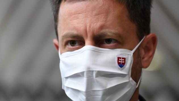 Der slowakische Premierminister Eduard Heger begründete die Maßnahmen damit, dass man so die Bürger vor der Pandemie schützen wolle. (Bild: AFP/JOHN THYS)