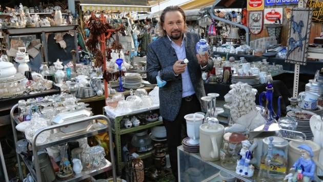 Fernsehliebling Wolfgang Pauritsch stöbert gerne auf steirischen Trödlermärkten - wie hier in Graz. (Bild: Christian Jauschowetz)