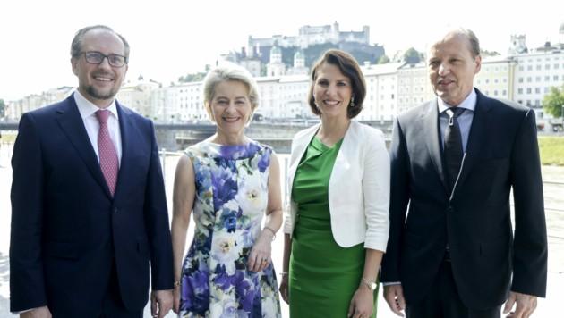 Außenminister Schallenberg, EU-Kommissionspräsidentin von der Leyen, Europaministerin Edtstadler und Heiko von der Leyen (Bild: APA/BKA/Andy Wenzel)