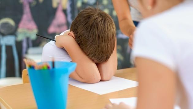Ein Bub war dermaßen verstört, dass die Eltern ihn aus der Schule genommen haben (Bild: ©lordn - stock.adobe.com)