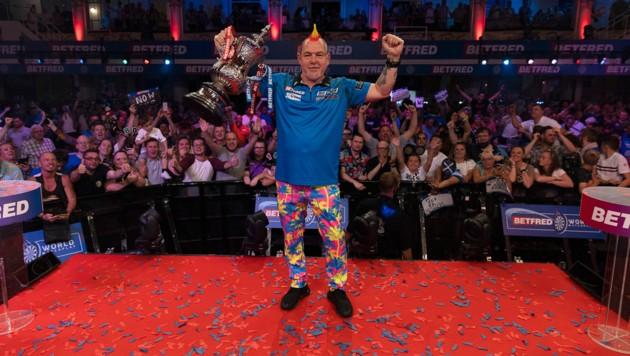 Peter Wright bejubelt seinen Triumph beim World Matchplay. (Bild: LAWRENCE LUSTIG/PDC)