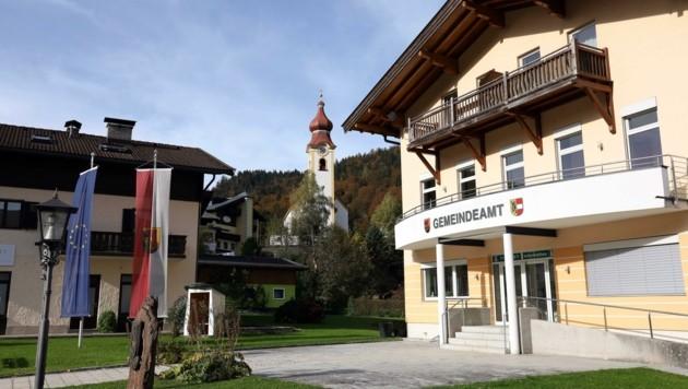Auch Unken (im Bild das Gemeindeamt ist betroffen. (Bild: Roland Hölzl)