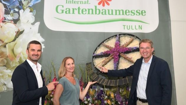 Präsentation Blütenpracht: Messechef Strasser (rechts) mit Projektleiterin Michaela Brunner, Prokurist Thomas Diglas. (Bild: Semrad Gregor)