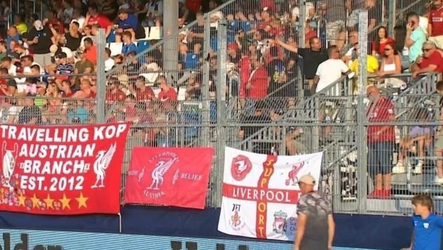 Das Banner wurde in Grödig gestohlen - nun ist es zurück bei den Besitzern. (Bild: Wolfgang Stolzlechner)