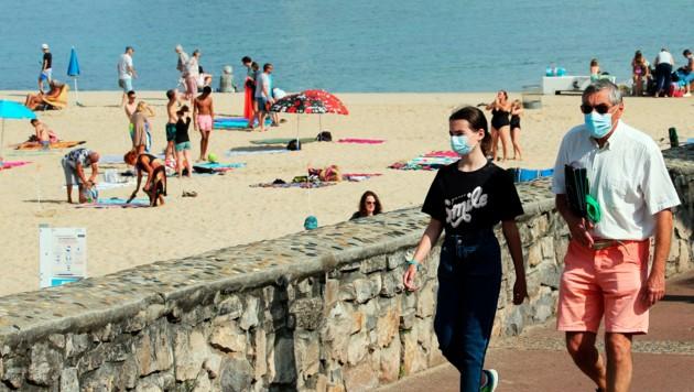 Die Maskenpflicht im Freien war in Frankreich erst Mitte Juni aufgehoben worden. (Bild: AP)