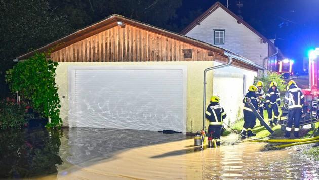 Überflutungen in Helpfau-Uttendorf (Bild: Manfred Fesl-m.fesl@speed.at)