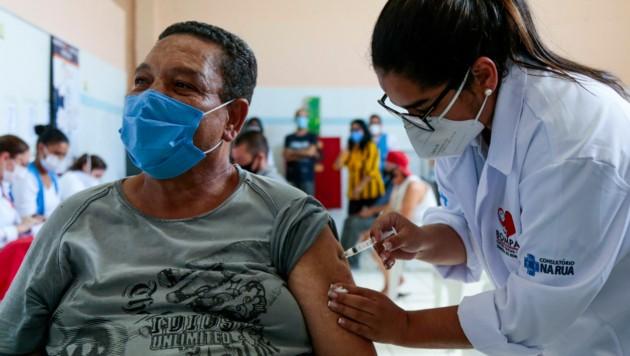 Die brasilianische Metropole Sao Paulo will mit einem Gesetz verhindern, dass sich Menschen den Corona-Impfstoff selbst aussuchen können. (Bild: AFP)