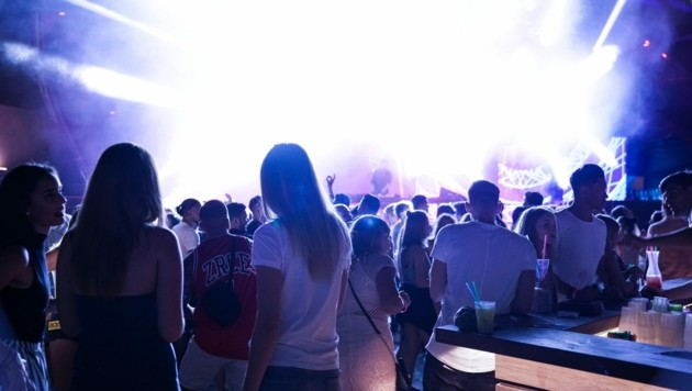 """Auf der Insel Pag wurde beim """"Austria goes Zcre""""-Festival ausgelassen gefeiert. (Bild: stock.adobe.com)"""