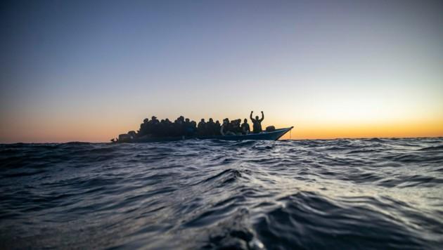 Es wird befürchtet, dass wieder mehr Menschen die gefährliche Überfahrt über das Mittelmeer wagen. (Bild: AP)