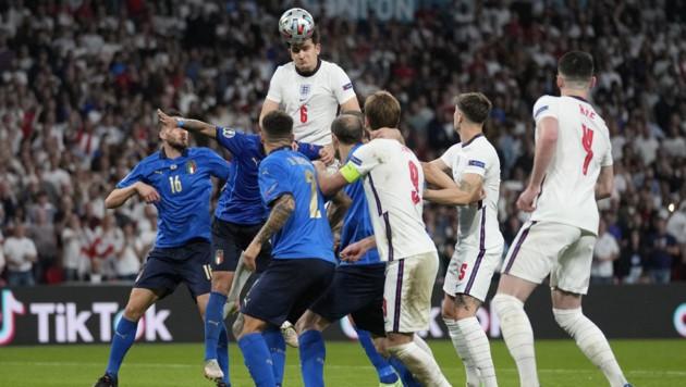 Harry Maguire mit einem Kopfball während des EM-Finales zwischen England und Italien (Bild: AFP)