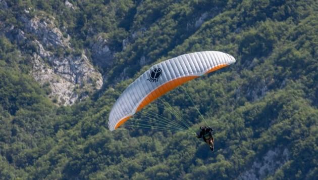 Frei wie ein Vogel – so fühlt sich Norbert Winkler (li.), wenn er seinem Sport, aber auch seinem Beruf als Paragleiter-Testpilot nachgeht (Bild: ZVG)