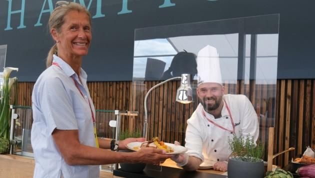 Der sympathische René Michael hat diesem VIP-Gast eine kulinarische Köstlichkeit gezaubert. Mahlzeit! (Bild: urbantschitsch mario)