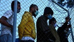 Migranten auf der Insel Samos (Bild: AP)