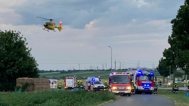 Der Unfalllenker wurde schwerverletzt ins Krankenhaus geflogen. (Bild: Feuerwehr Jois )