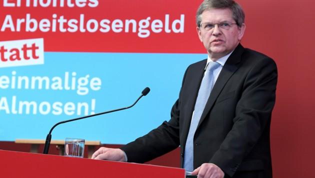 """SPÖ-Bundesgeschäftsführer Christian Deutsch sprach beim """"Roten Foyer"""" am Donnerstag über den """"Regierungsstreit"""" in der türkis-grünen Koalition. (Bild: APA/ROLAND SCHLAGER)"""