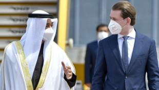 Scheich Mohammed bin Zayed Al Nahyan, Kronprinz von Abu Dhabi, wurde von Bundeskanzler Sebastian Kurz (ÖVP) am Flughafen Wien-Schwechat empfangen. (Bild: APA/HERBERT NEUBAUER)