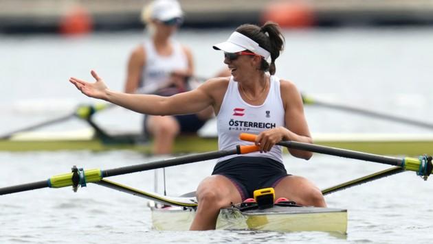 Magdalena Lobnig jubelt im Ziel über ihre Bronzemedaille. (Bild: AP)