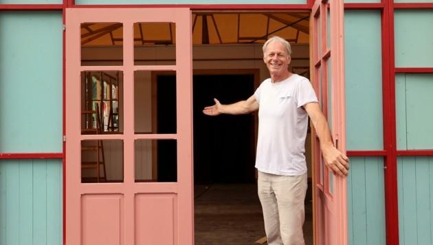 Hereinspaziert: Reinhold Tritscher vom Theater Ecce ist der Organisator des Theaterfestivals. (Bild: Roland Hölzl)
