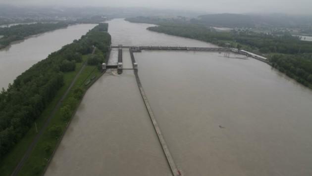 Das Eferdinger Becken kämpft bereits mit Hochwasser-Problemen, jetzt droht auch noch Flut-Gefahr aus Bayern. (Bild: Markus Schütz)