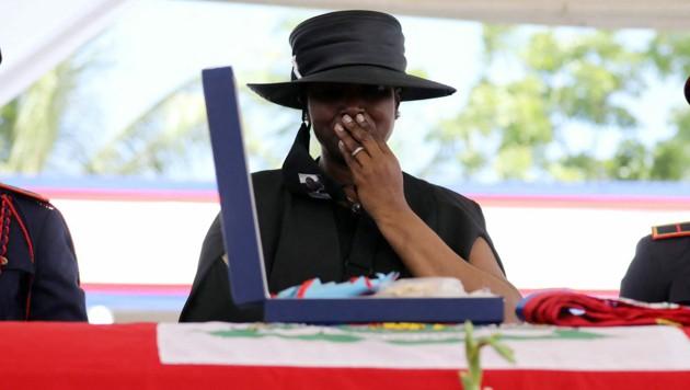 Martine Moise bei der Trauerfeier (Bild: AFP )