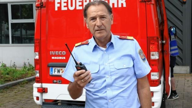 Bei Branddirektor Stellvertreter Heimo Krajnz laufen alle Fäden zusammen. (Bild: Christian Jauschowetz)