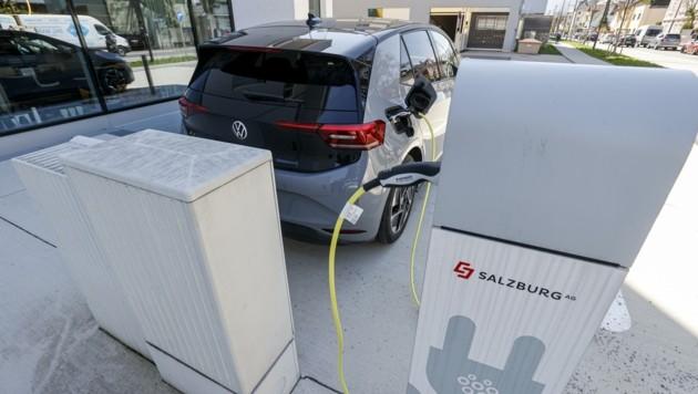 Künftig will das Land neue Ladestationen für E-Autos fördern (Bild: Tschepp Markus)
