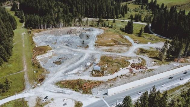 """Unweit der Grenze zu Tirol sollen ein Hotel, 45 Appartements und 13 """"frei stehende Villen"""", wie die Betreiber die Chalets jetzt nennen, entstehen. Finanzprobleme lähmten zuletzt das Projekt. (Bild: EXPA/ JFK)"""