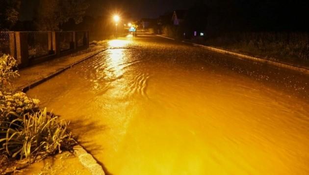 Überflutungen im Bezirk Neunkirchen (Niederösterreich) (Bild: EINSATZDOKU - LECHNER)