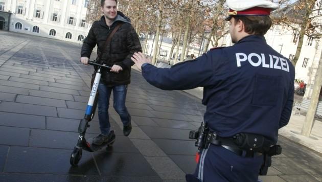 Auch die Fahrer von E-Scootern haben sich im Straßenverkehr an Regeln zu halten. (Bild: Rojsek-Wiedergut Uta)