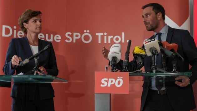 Rendi-Wagner und Dornauer bei der Pressekonferenz am Montag in Innsbruck. (Bild: LIEBL Daniel/zeitungsfoto.at)